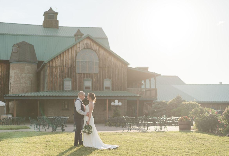 couple at hernder estate wedding